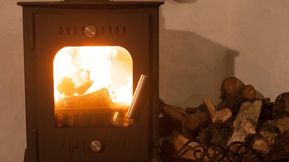 Warming wood burning stove