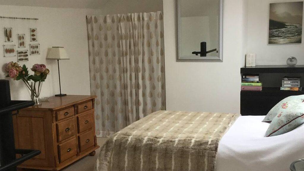 Cottage bedroom - modern interior